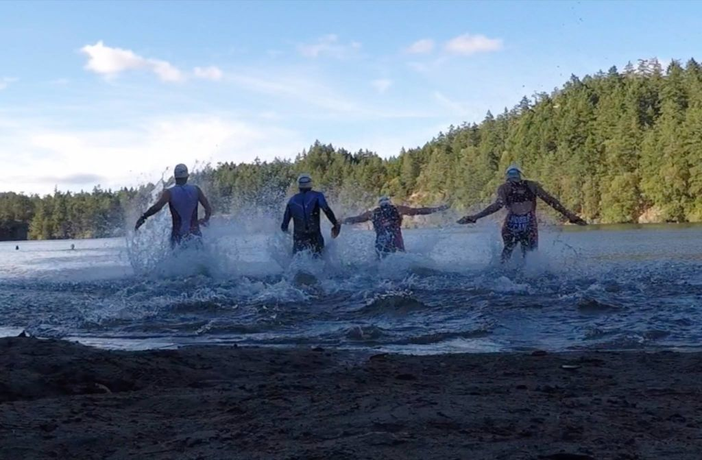 Swimmers Diving into water at Thetis Lake in preparation for SwimRun Victoria 2018